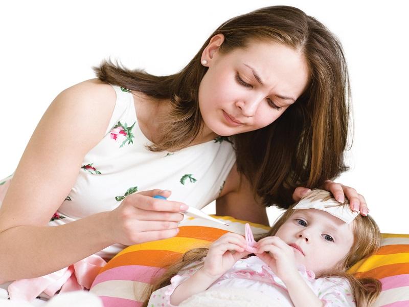 Mẹ chăm sóc bé bị sốt như thế nào